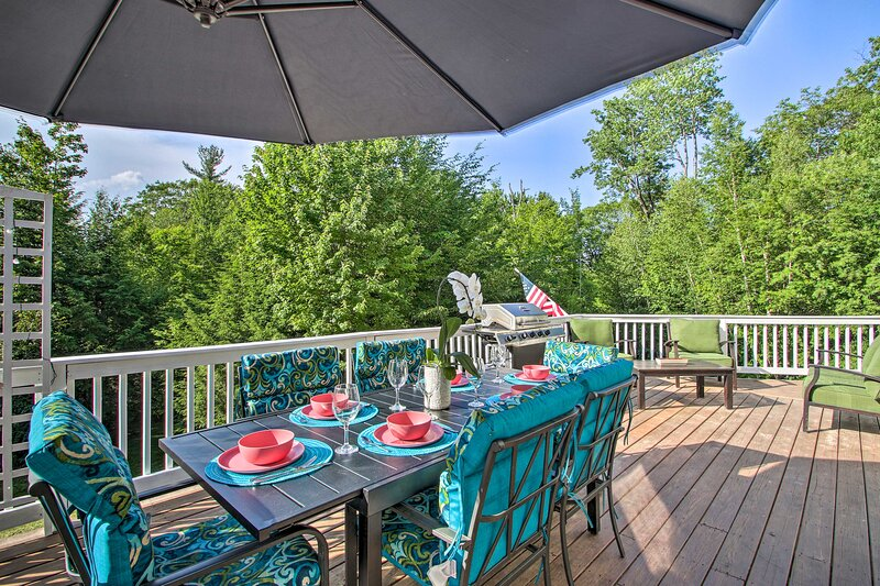 NEW! Deluxe Family Home w/ Game Room & Fire Pit!, holiday rental in Freedom