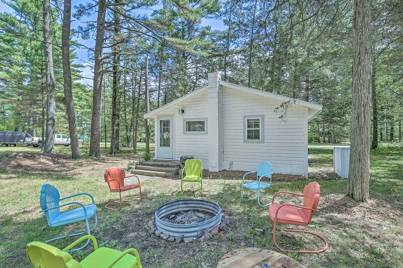 NEW Cute & Charming Cottage Near Castle Rock Lake!, vacation rental in Friendship
