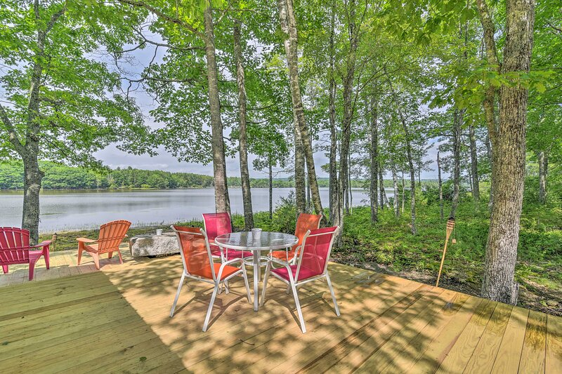 NEW! Cute Waterfront Cabin: Explore Coastal Maine!, casa vacanza a Bangor