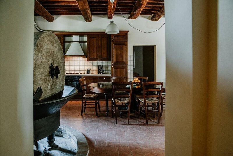 Casa Frantoio is located within the grounds of the historic Villa Meleto estate, location de vacances à Castelfiorentino