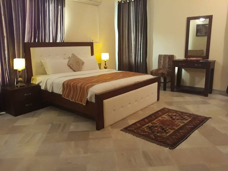 Glade House guest house, vacation rental in Islamabad Capital Territory