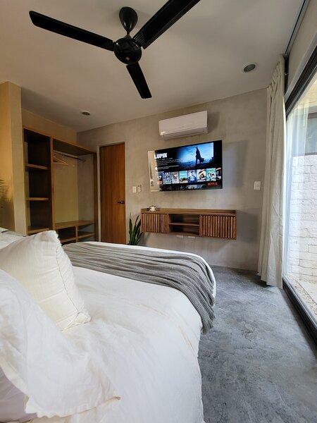 Hidden Gem 1 Bedroom Suite w/Pool in Aldea Zama, alquiler de vacaciones en Tulum Beach