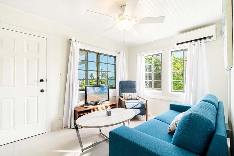 CAYSTAY COTTAGE WITH STUNNING OCEANVIEW, holiday rental in Bodden Town
