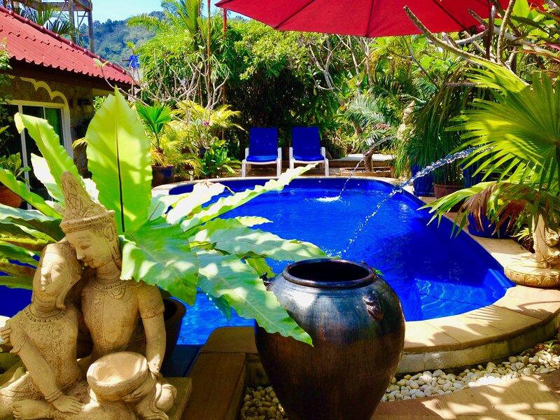 Sunshine Guesthouse & Hotel and Diving School, location de vacances à Sakhu