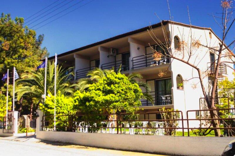 Vlachogiannis Hotel - Triple Room 4, vacation rental in Skala Kallirachis