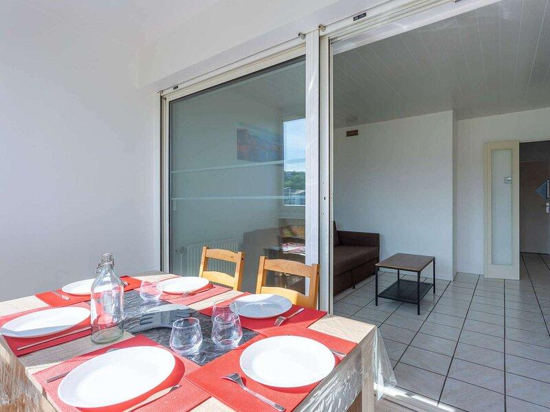 Untxin 11 -Bel appartement jolie vue à 500m de la plage, holiday rental in Urrugne