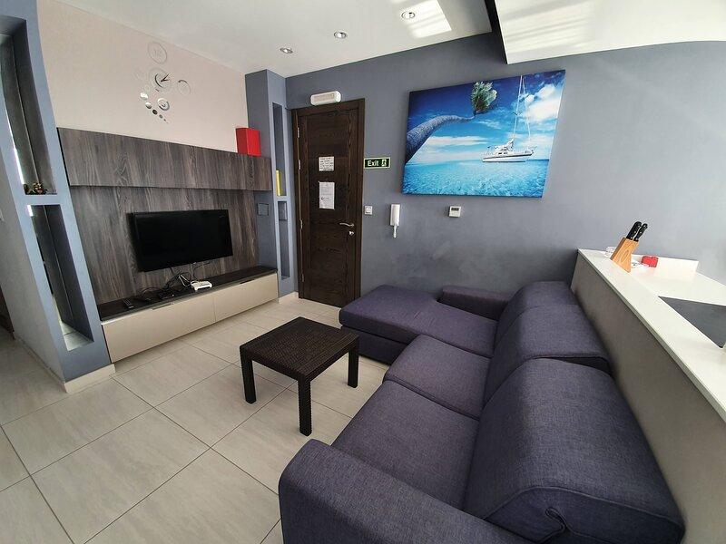 Modern Apartment walking distance to Mellieha Bay, holiday rental in Marfa