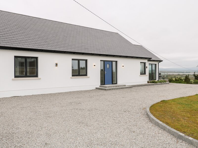 Traeannagh Bay House, Dungloe, County Donegal, holiday rental in Glenties