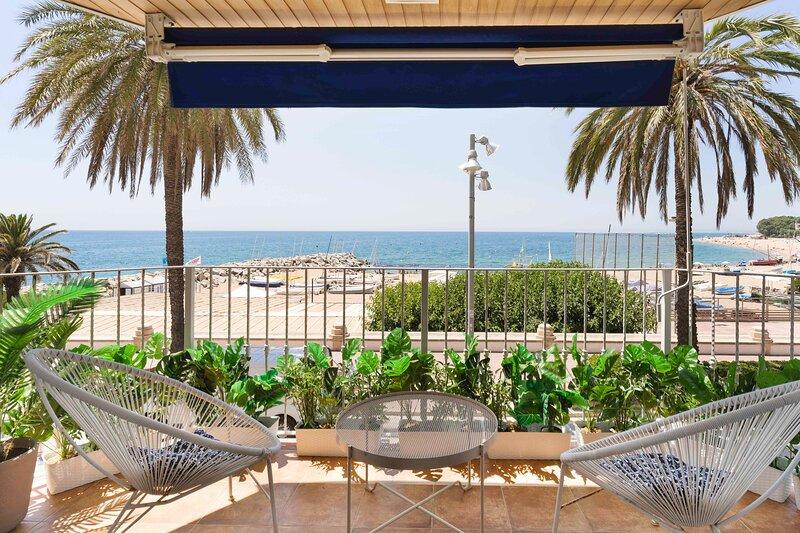 Apartamento Primera Linea de Mar con Espectaculares Vistas, alquiler de vacaciones en Sant Cebrià de Vallalta