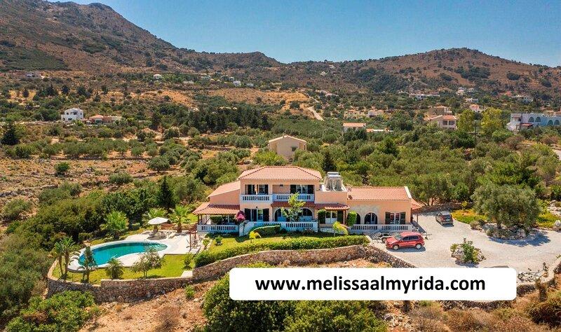 Melissa Tiny Homes with pool and sea view, alquiler vacacional en Almyrida