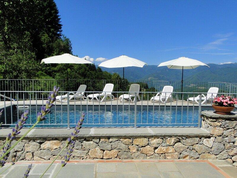 Vista Bellissima! Stunning views, private pool, walk to restaurant, WIFI,, aluguéis de temporada em Molazzana