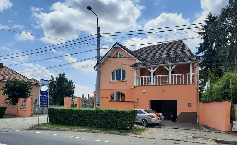 Lovely 3-Bed House in Satu Mare party possible, location de vacances à Satu Mare