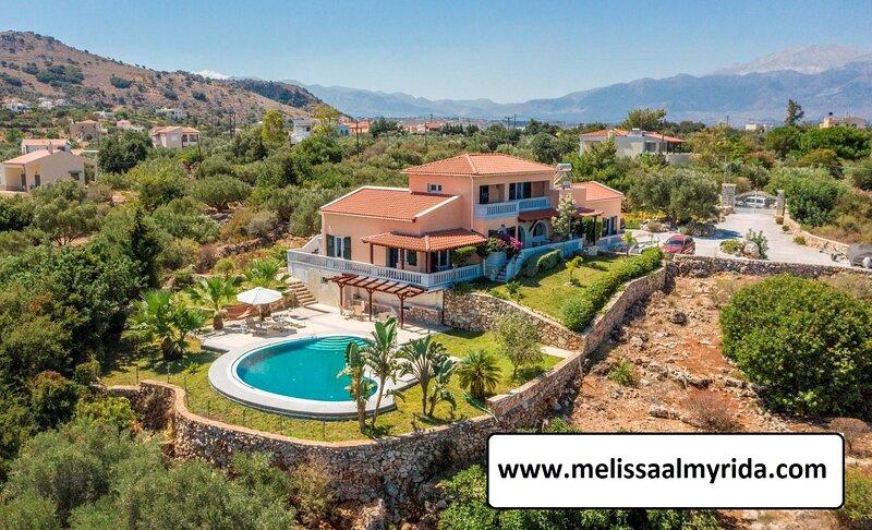 Melissa Tiny Homes with pool and sea view, aluguéis de temporada em Plaka