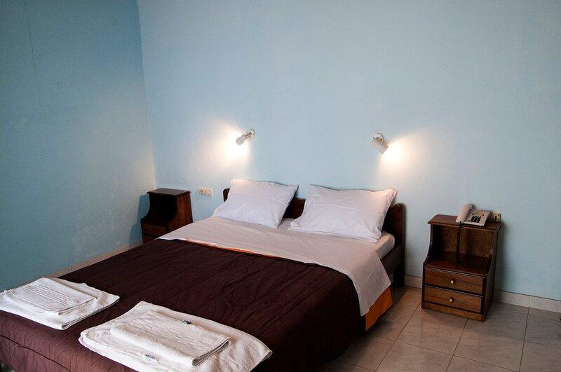 Apraos Bay Hotel In Kalamaki Beach, 100m from the lovely sandy beach, holiday rental in Ágios Ilías