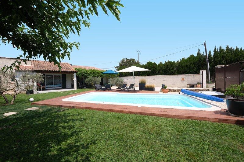 LS1-312 CLARTA Très agréable gîte avec piscine à MOURIES dans les Alpilles, vacation rental in Saint-Martin-de-Crau