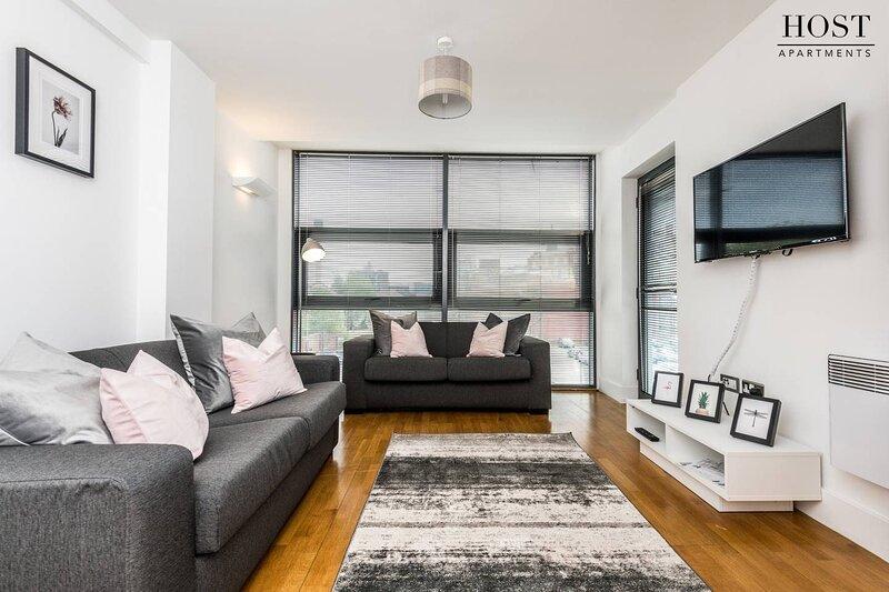 Modern Apartment with Free Parking, alquiler de vacaciones en New Brighton