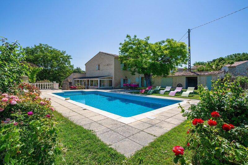 Amazing villa with swimming-pool, casa vacanza a Peyrolles-en-Provence