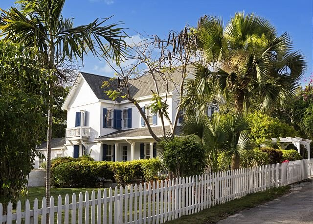 Historic Sea Captain's House, Walk to Town and Beach, holiday rental in Governor's Harbour