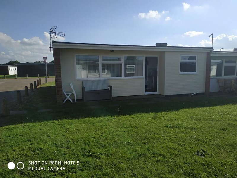 Lovely 3 bed Chalet California Sands . 1 of 3 available COVID AWARE!, holiday rental in Ormesby St. Margaret