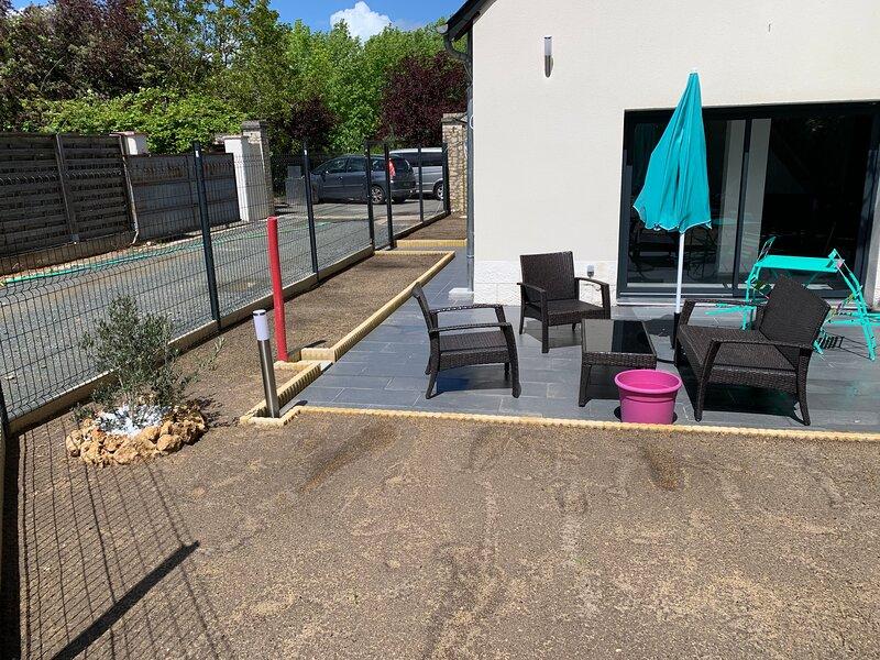Location Maison neuve, holiday rental in Ballan Mire