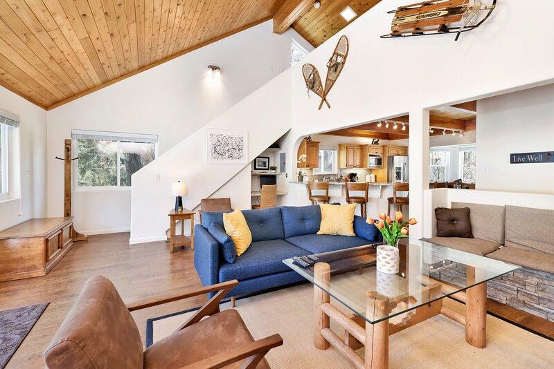 Building,Furniture,Living Room,Indoors,Room
