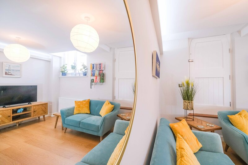 Old School Mews - Stunning 2 bedroom cottage in central location with courtyard, Ferienwohnung in Broadstairs
