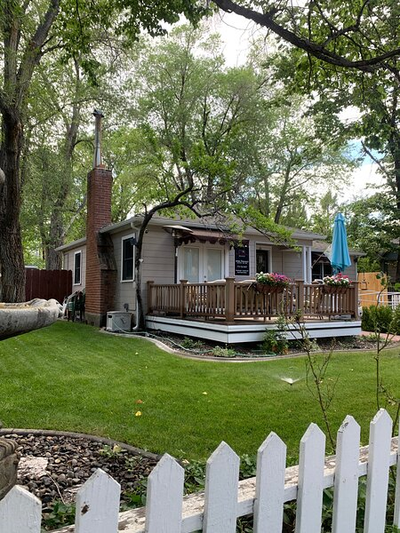 Peaceful Downtown Cottage, holiday rental in Carson City