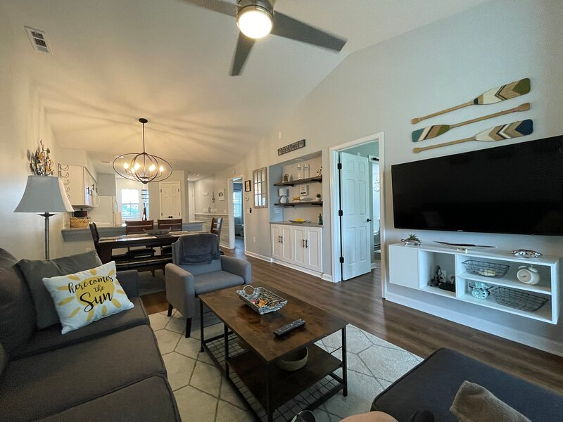 Gorgeous newly updated 2 bedroom condo with golfcourse view!, holiday rental in Myrtle Beach
