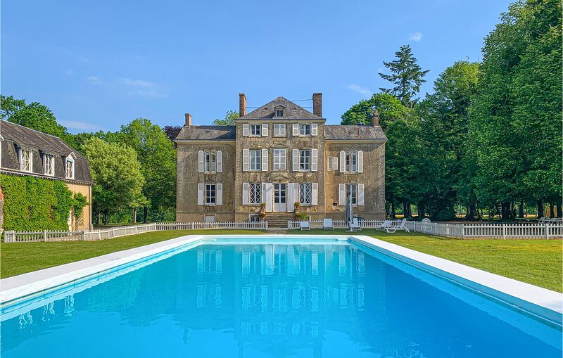 Amazing home in St Michel d.Chavaignes with WiFi and 8 Bedrooms (FVS706), vacation rental in Montmirail