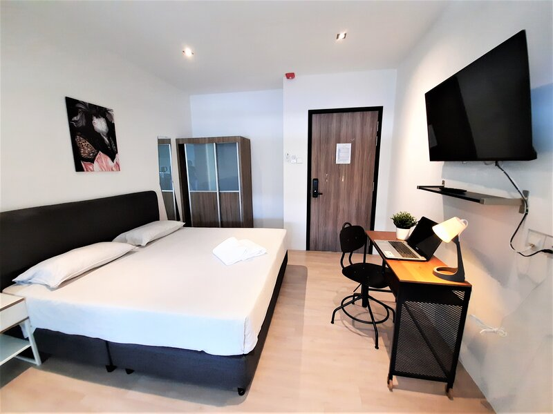 King Studio at International Service Apartment, Raeburn Park, vacation rental in Sekupang