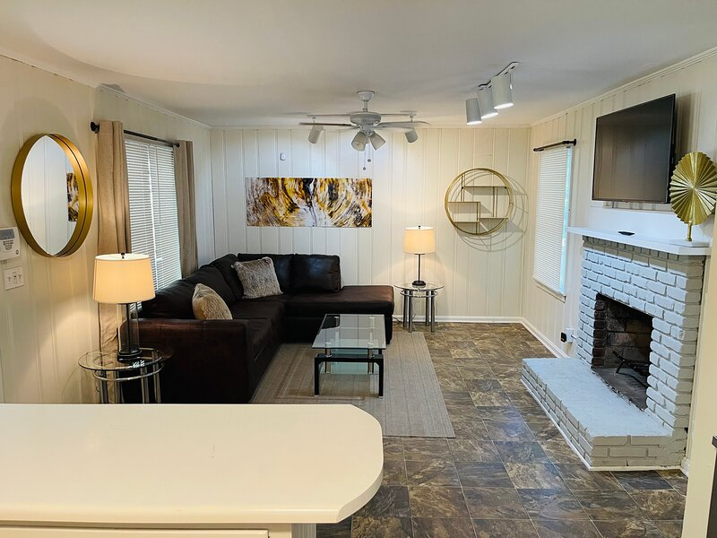 Luxurious 5-bedroom haven retreat in Buckhead., aluguéis de temporada em Brookhaven