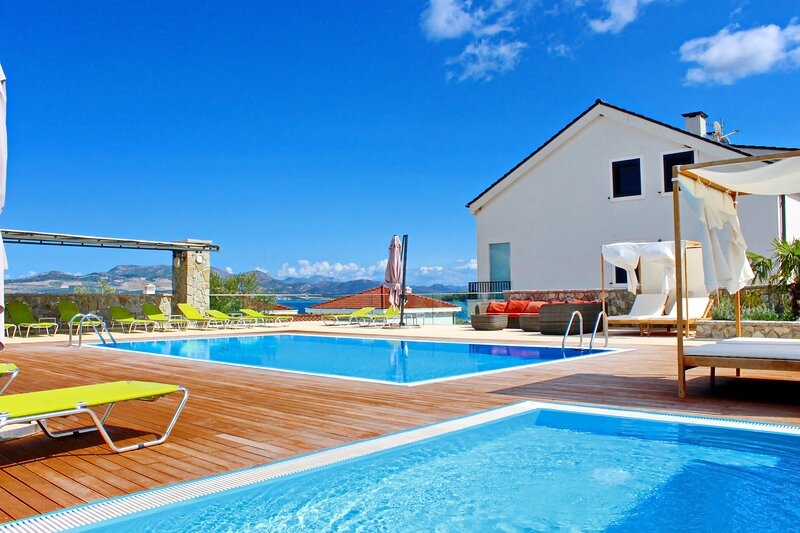 Apartments Kula - One Bedroom Apartment with Terrace and Sea View C1, casa vacanza a Drace