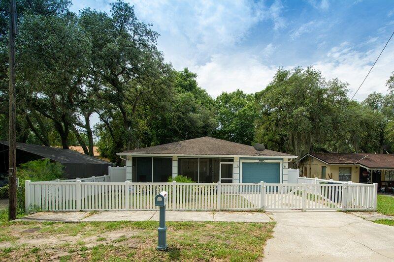 Luxury Four Bedroom Home Tampa- Entire House, location de vacances à Carrollwood
