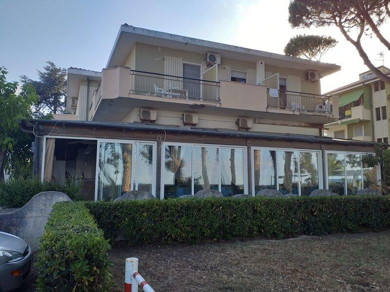 Camera quadrupla per una vacanza in totale relax, holiday rental in Cologna Spiaggia