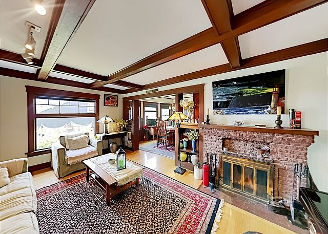 Highest House in Highland Park   Private Hot Tub, Office & Chef's Kitchen, holiday rental in Alhambra