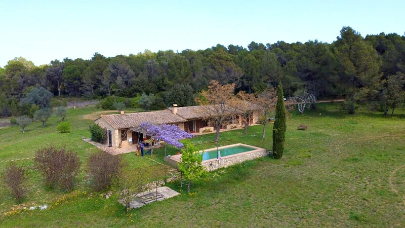 Big villa with swimming-pool & Wifi, holiday rental in Les Olives