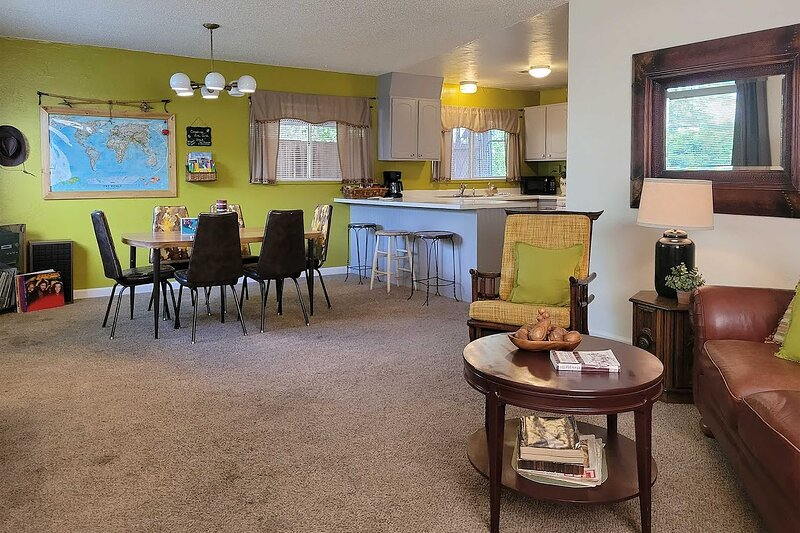 NEW! 'The Bee's Knees Cottage' < 3 Mi to Wineries!, vacation rental in Fruitvale