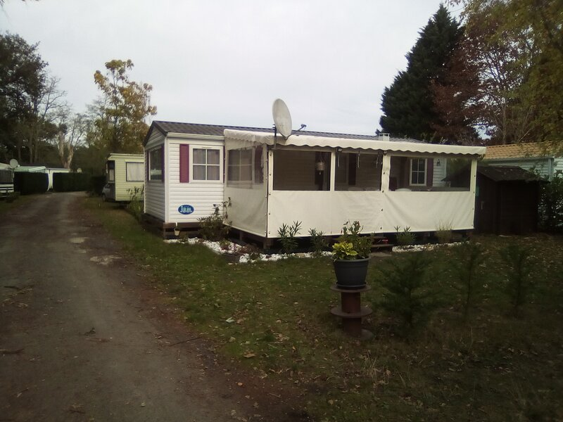 Mobil home climatisé de 4 à 6 couchages dans un camping 2 étoiles, holiday rental in Mimizan