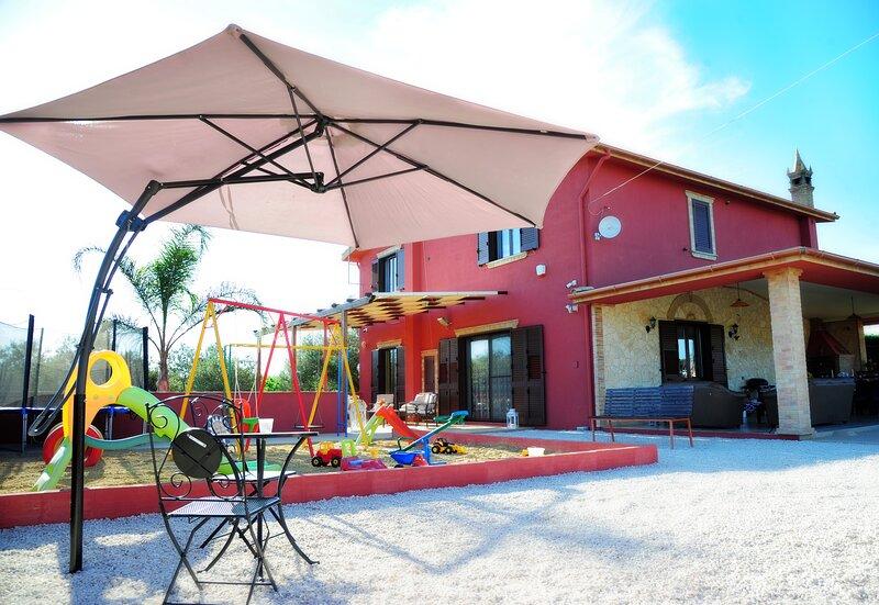 Villa Radiosa child-friendly villa fenced POOL,2km to centre,WI-FI, AIR-CON &BBQ, location de vacances à Aragona