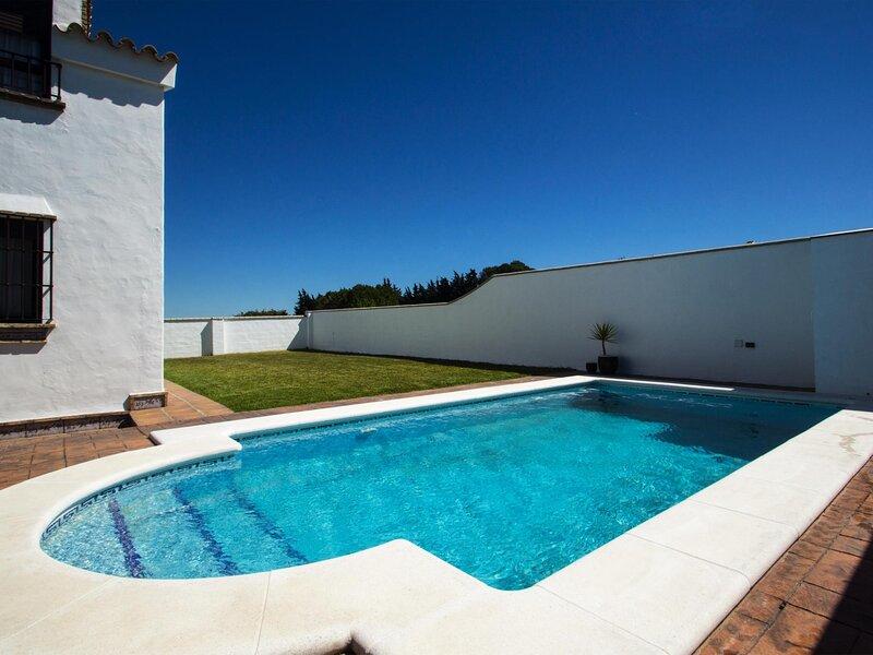 3 bedroom villa for rent with private pool in Conil, aluguéis de temporada em Los Naveros