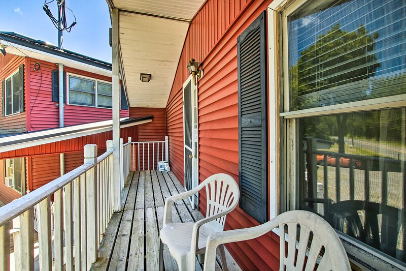 'The Cozy' Apartment in Otis - Shared Dock & Grill, alquiler vacacional en Middlefield