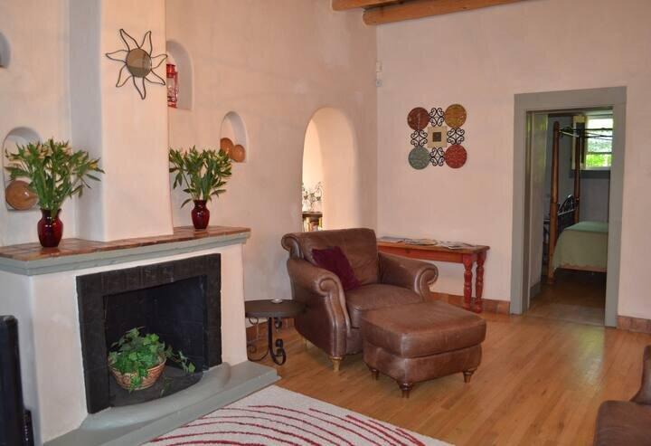 Historic adobe home near the Plaza, location de vacances à Santa Fe