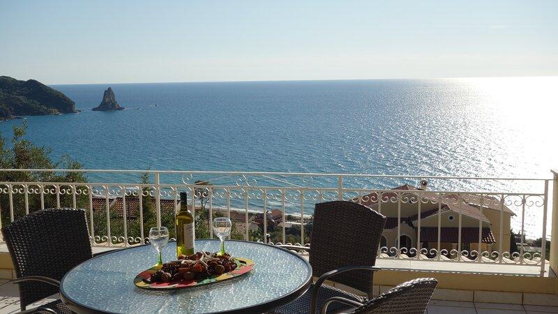 Natalia Apartment B with panoramic sea views of Agios Gordios bay, holiday rental in Ano Garouna