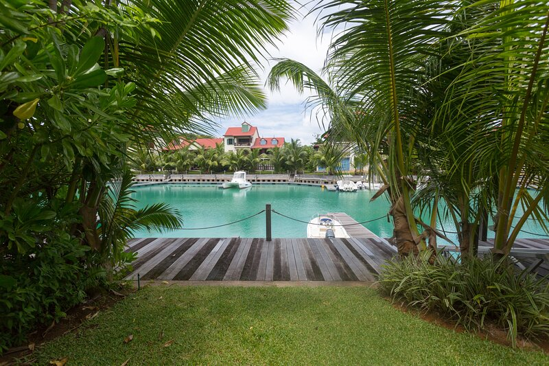 Olala Luxury 3BR Maison in Paradise, vacation rental in La Misere