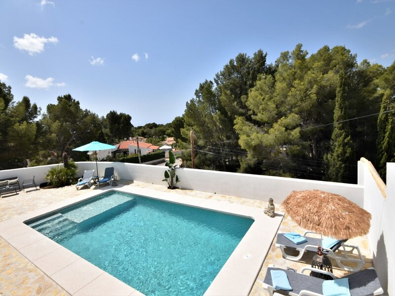 Beautiful holiday home in Altea near the Mediterranean Sea, holiday rental in Tarbena
