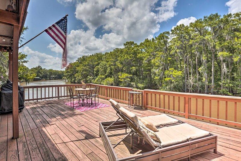 Waterfront Karnack Home w/ Deck & Boathouse!, holiday rental in Karnack