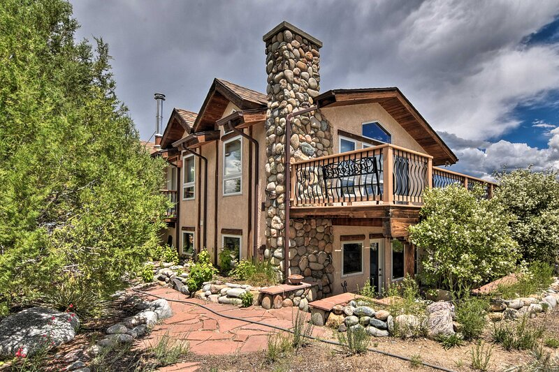 Riverfront Retreat on 40 Acres w/ Mountain Views!, holiday rental in Monarch