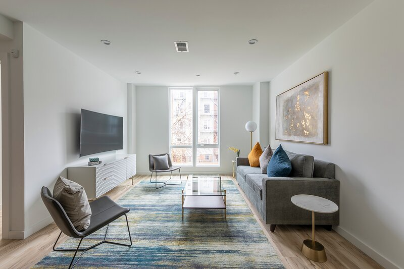 Lavish 3BR Retreat w Private Deck Near NYC, holiday rental in Fort Hancock