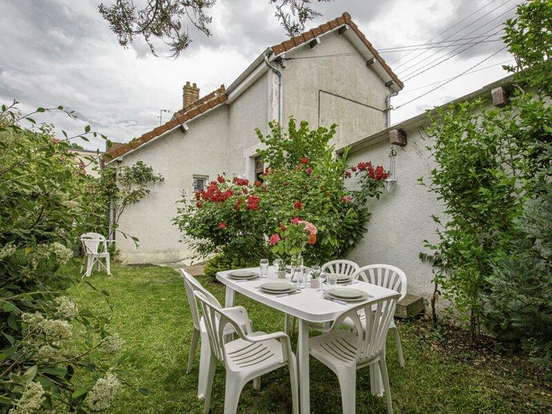 Le Petit Jardin Sancéen, holiday rental in Clerey