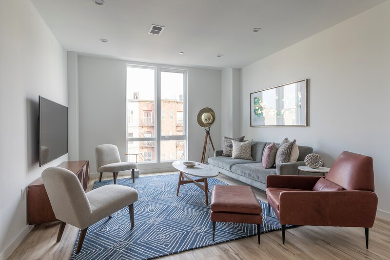 Sun-drenched 3BR Loft with Outdoor Space Near NYC, holiday rental in Fort Hancock